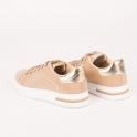Sneakers με χρυσές λεπτομέρειες