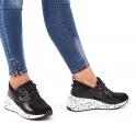 Μαύρα sneakers με συνδυασμό υλικών