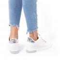Sneakers με εσωτερικό τακούνι