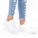Λευκά sneakers με λεπτομέρεια στο πίσω μέρος