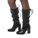 Μαύρες μπότες με κορδόνι και σούρα