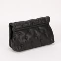 Μαύρη τσάντα ώμου με κουμπιά