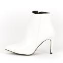 Λευκά ankle boots με τακούνι στιλέτο
