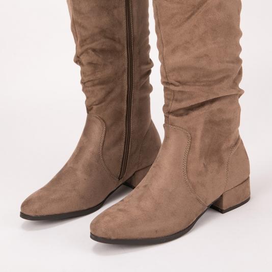 Μονόχρωμες suede μπότες