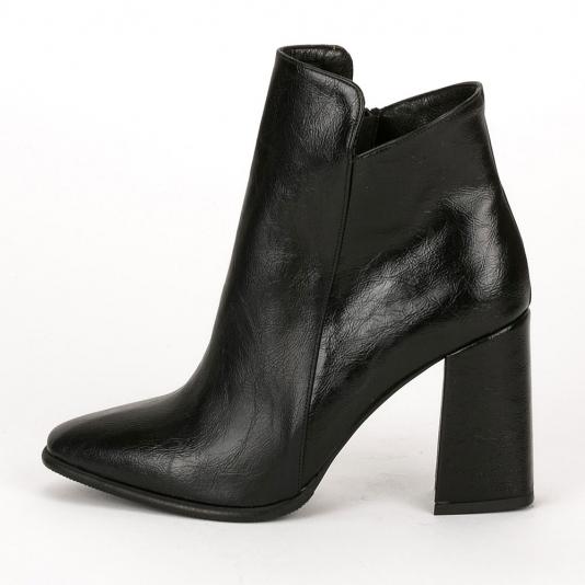 Ankle boots με μοντέρνο τακούνι