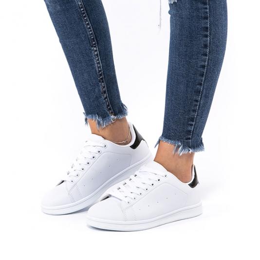 Λευκά  sneakers με λουστρίνι