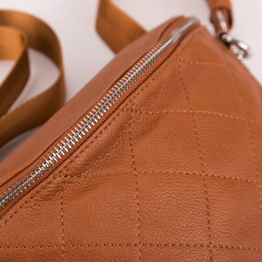 Bum bag με καπιτονέ σχέδιο
