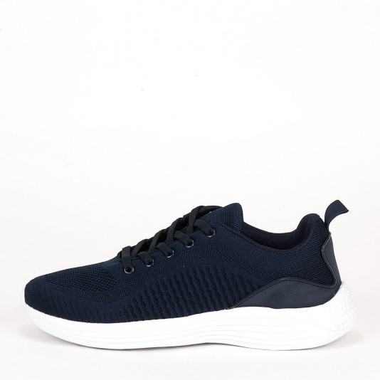 Αθλητικά παπούτσια με λευκή σόλα