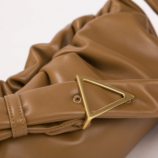 Τσάντα ώμου με σούρα