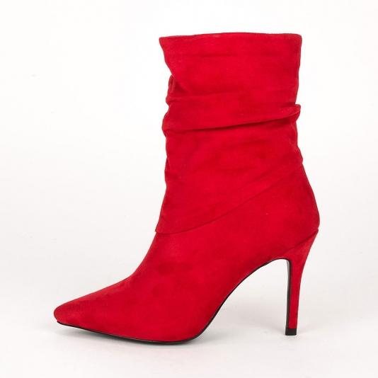Μυτερά ankle boots με σούρα
