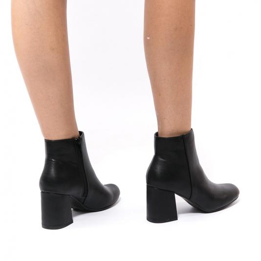 Μαύρα μποτάκια με χοντρό τακούνι