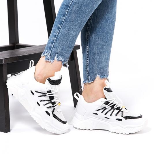 Chunky sneakers με μαύρες λεπτομέρειες