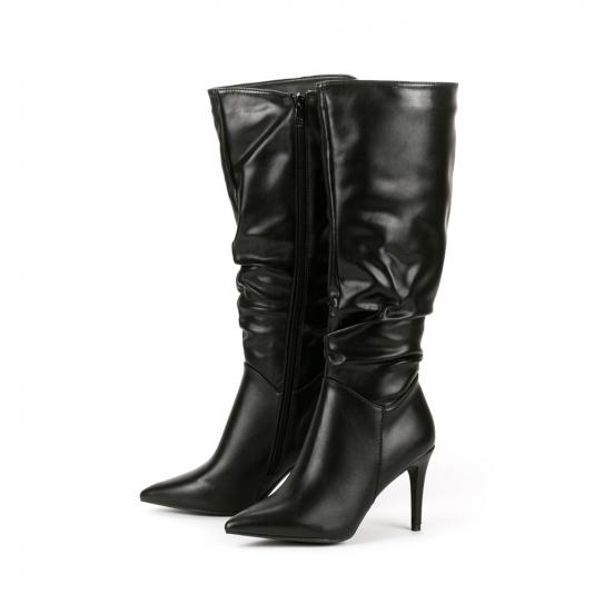 Μαύρες μυτερές μπότες με σούρα