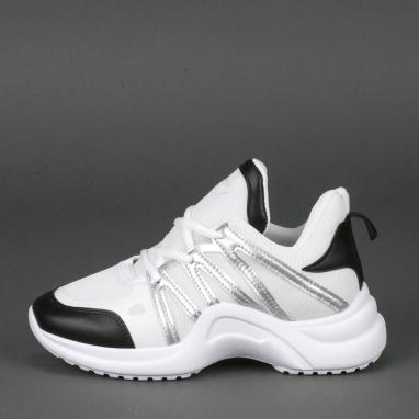 Sneakers με δίχτυ και μεγάλη σόλα