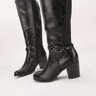 Μπότες με μεταλλική αγκράφα