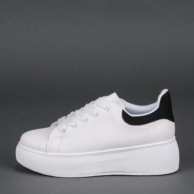 Δίσολα sneakers με μαύρη λεπτομέρεια