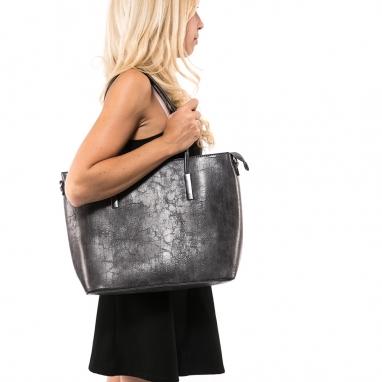Γκρι τσάντα ώμου με μεταλλικές λεπτομέρειες