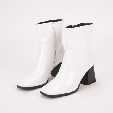Λευκά μποτάκια λουστρίνι